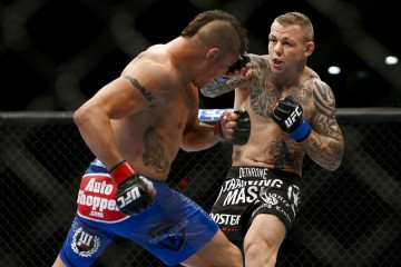 Ross Pearson (R) (Esther Lin/MMA Fighting)