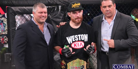Pat Healy (center) (Jeff Vulgamore/Combat Press)