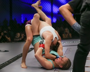 Brown (bottom) (Scott Hirano/Invicta FC)