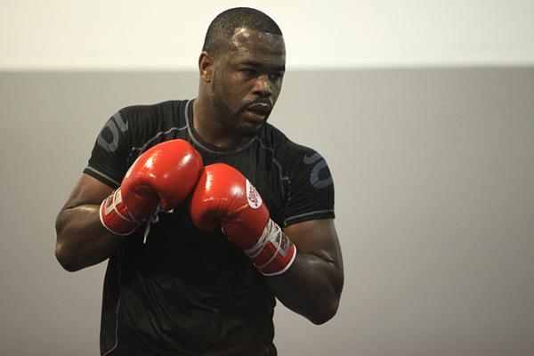 Former champ Rashad Evans removed from UFC 206 over medical concerns
