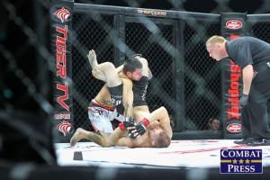Frevola (bottom) (Matt Quiggins/Combat Press)