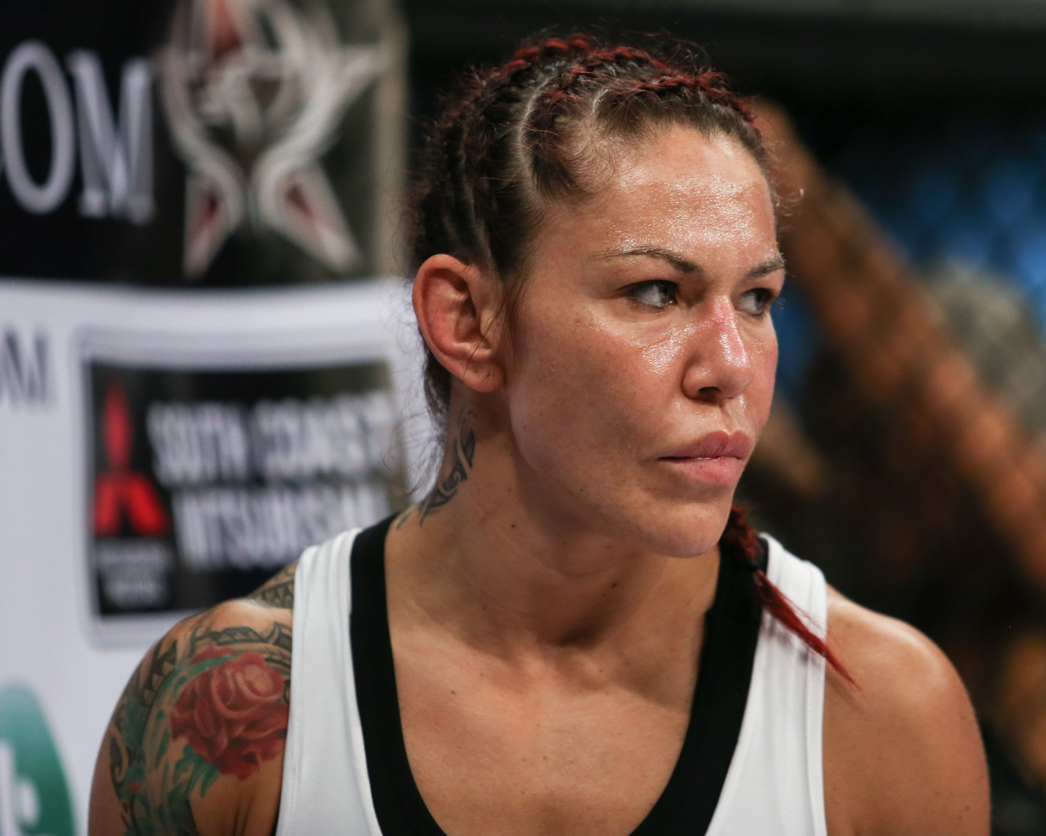 Cyborg submits Blencowe to retain Bellator title